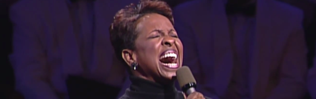 Gladys_Knight_and_the_Mormon_Tabernacle_Choir_-_Sing_We_Now_Of_Christmas_-_YouTube-5.png