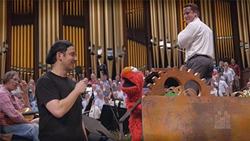 Backstage: Working together - Santino Fontana and the Muppets® from Sesame Street®