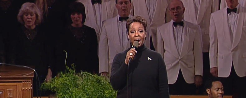 Gladys_Knight_and_the_Mormon_Tabernacle_Choir_-_Sing_We_Now_Of_Christmas_-_YouTube.png